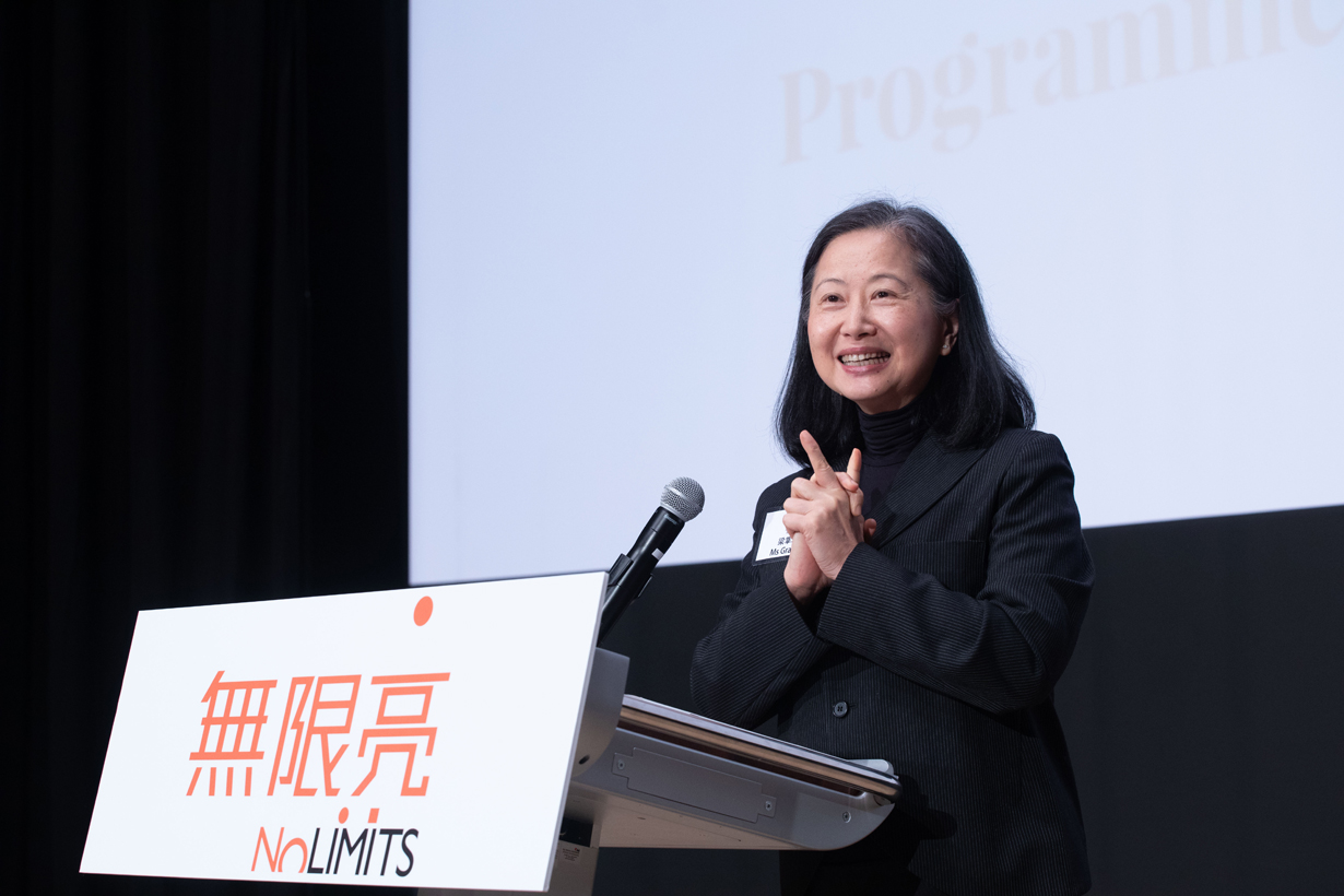 香港藝術節節目總監梁掌瑋女士在記者會上,介紹「無限亮」七項精彩演出。