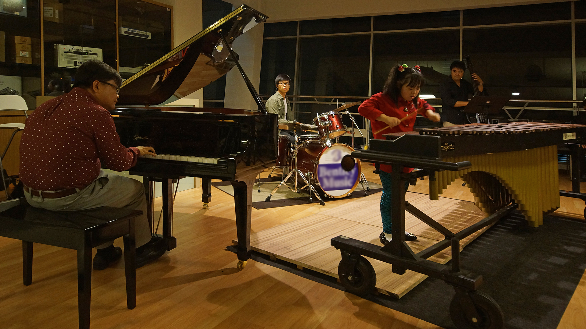 Sayuri Trio performing